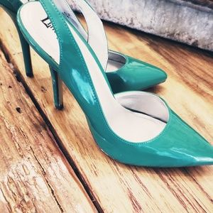 New! Limelight Green pointed toe heel